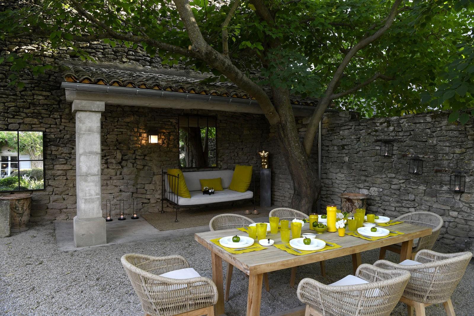 ikigai-maison-canape-cousins-verts-table